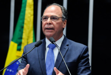 Suspeito de receber propina, líder do governo no Senado pode ter R$ 20 milhões bloqueados   Moreira Mariz I Agência Senado