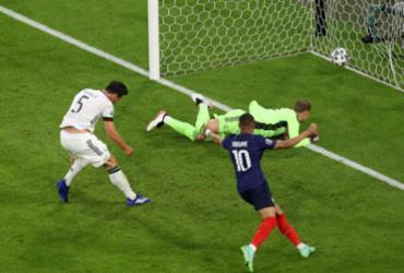 Gol contra garante vitória da França sobre Alemanha na estreia na Eurocopa | ALEXANDER HASSENSTEIN | AFP
