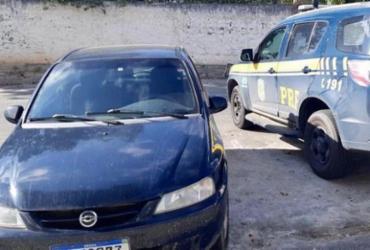 Investigado por homicídio é preso conduzindo veículo roubado na BR-101