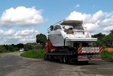 Motorista é flagrado ao transportar embarcação de luxo de forma irregular | Divulgação | PRF