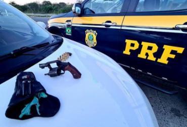 Trio é preso com arma, munições e drogas na BR-116