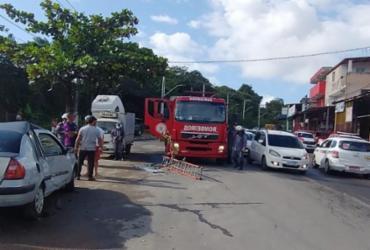 Homem fica preso nas ferragens após colisão entre dois carros em Salvador | Divulgação | Corpo de Bombeiros