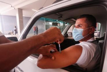 Salvador inicia vacinação de pessoas com 49 anos nesta sexta-feira | Olga Leiria | Ag. A TARDE