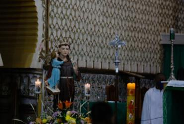 Devotos festejam dia de Santo Antônio em Salvador |