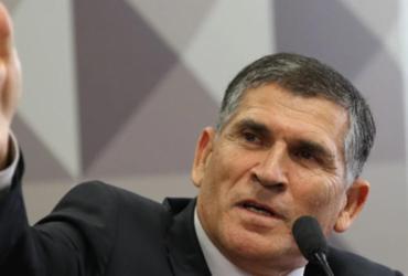 Bolsonaro alimenta fanatismo que terminará em violência, diz Santos Cruz |