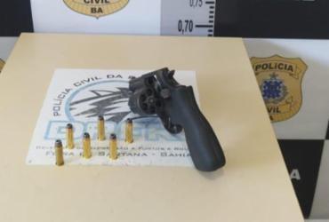 Suspeito de cometer homicídios, adolescente é apreendido com revólver