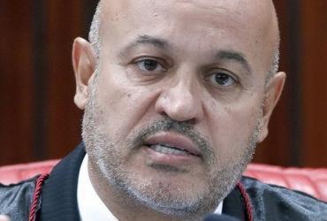 Uma semana após propor multa a Bolsonaro, vice de Aras pede dispensa do cargo   Roberto Jayme I ASCOM TSE