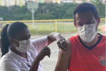 Treinador do Vitória, Ramon Menezes recebe 1ª dose da vacina contra a Covid-19 |