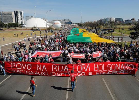 Manifestantes fazem atos contra governo Bolsonaro em diversas cidades do país | Sergio Lima | AFP