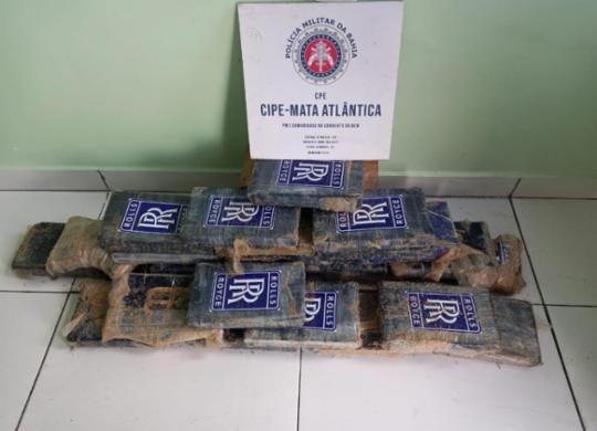 Polícia encontra R$ 1 milhão em pasta base de cocaína, em nova aparição em praia do Sul | Divulgação | SSP-BA