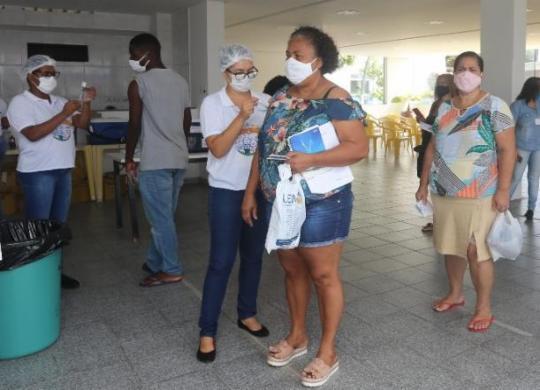 Prefeitura retoma vacinação de grupos prioritários e segue com antecipação da 2ª dose | Olga Leiria | Ag. A TARDE