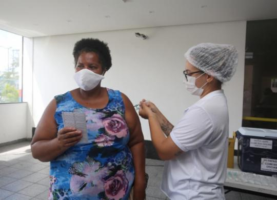 Prefeitura realiza mutirão da segunda dose nesta segunda-feira   Foto: Olga Leiria   Ag. A Tarde   09/06/21