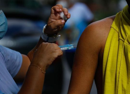Postos de imunização contra Covid-19 funcionarão durante 33 horas | Rafael Martinas | Ag. A TARDE | 3.6.21