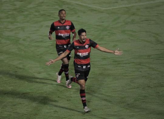 Vitória vira sobre Brusque no Barradão e ganha a primeira na Série B | Adilton Venegeroles | Ag. A TARDE