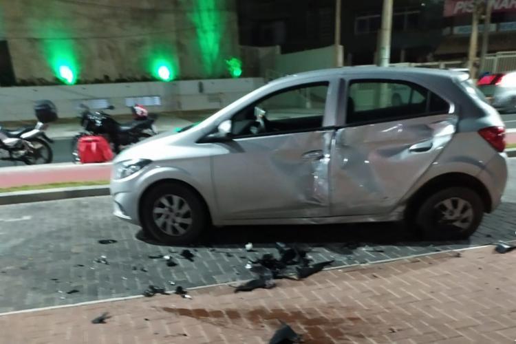 Carro ficou destruído pelo impacto do acidente   Foto: Cidadão Repórter   Via WhatsApp - Foto: Cidadão Repórter   Via WhatsApp