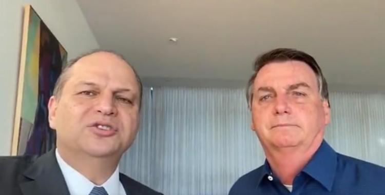 Ricardo Barros tira selfie com Bolsonaro em um dos vários encontros após a denúncia de que seria parte do esquema irregular de compra da Covaxin; O assunto nunca foi tratado pelos dois - Foto: Reproduçao   Redes Sociais