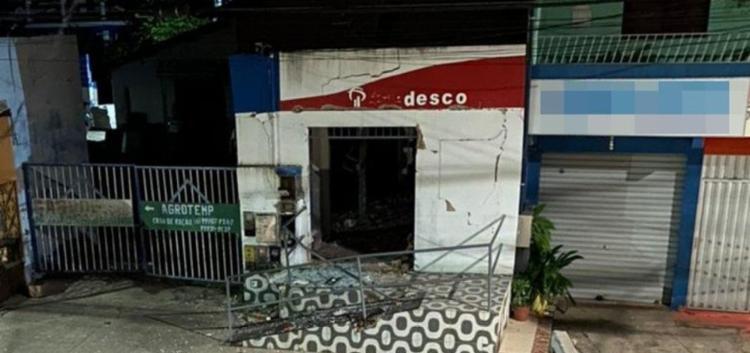 De acordo com a Polícia Militar, os homens, que estavam municiados com explosivos e fuzis, efetuaram disparos no local - Foto: Reprodução