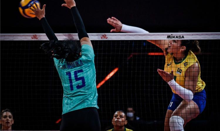 Com destaque para Tandara, equipe feminina triunfa por 3 sets a 0   Foto: Divulgação   FIVB - Foto: Divulgação   FIVB