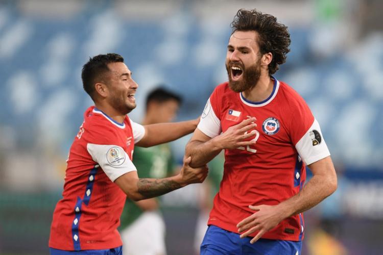 La Roja domina primeiro tempo e marca com Brereton | Foto: Douglas Magno | AFP - Foto: Douglas Magno | AFP
