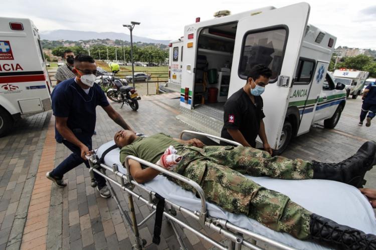 Uma viatura branca, carregada de explosivos, entrou nas instalações militares   Foto: Schneyder Mendoza   AFP - Foto: Schneyder Mendoza   AFP