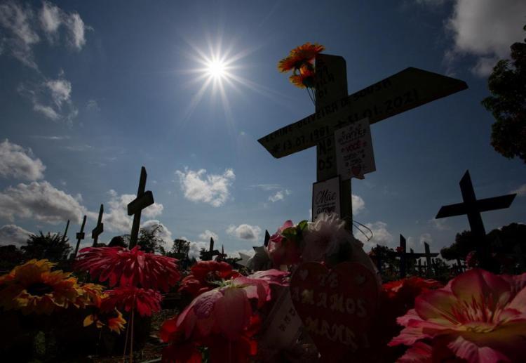 Mortes sobem para 572,6 mil e casos para 20,4 milhões   Foto: Michael Dantas   AFP - Foto: Michael Dantas   AFP