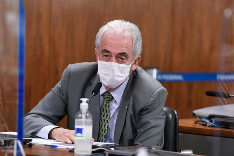 Senadores bateram boca e precisaram ser contidos pelos colegas de Congresso - Foto: Jefferson Rudy/Agência Senado