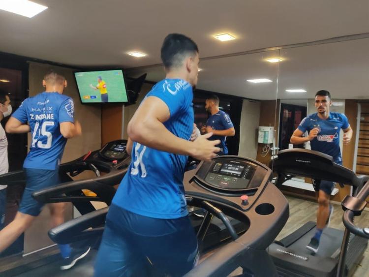 Sem a presença dos titulares, o restante do elenco tricolor fez apenas exercícios físicos na academia do hotel | Foto: Divulgação | EC Bahia - Foto: Divulgação | EC Bahia