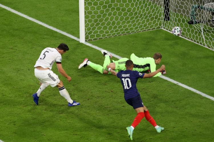 França venceu a Alemanha por 1 a 0 em partida válida pela primeira rodada do Grupo F da Eurocopa - Foto: ALEXANDER HASSENSTEIN   AFP