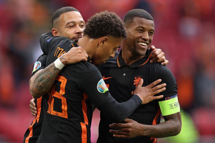 Com esta vitória, os holandeses terminam a primeira fase da Euro com três vitórias   Foto: Kenzo Tribouillard   AFP - Foto: Kenzo Tribouillard   AFP