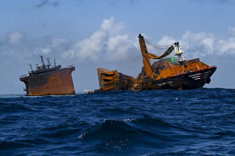 Houve uma explosão no navio, mas a tripulação foi toda retirada antes do naufrágio   Foto: Ishara S. Kodikara   AFP - Foto: Ishara S. Kodikara   AFP