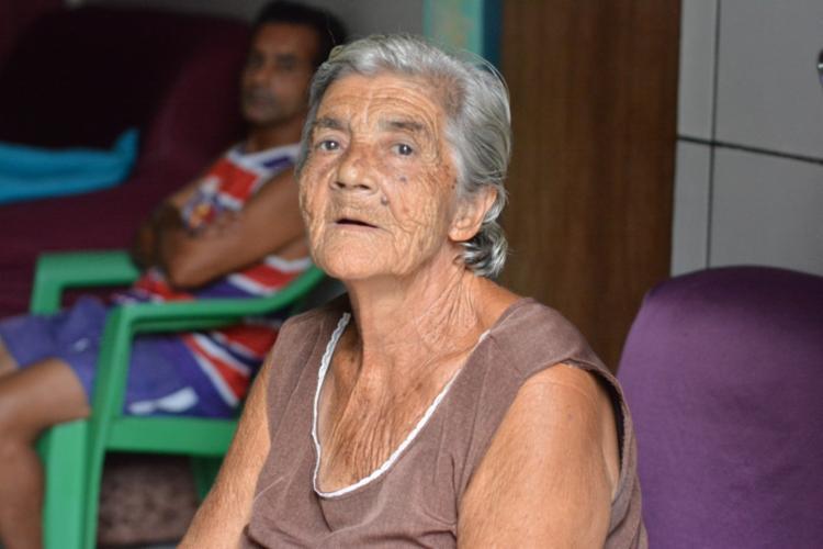 Marisqueira há 75 anos, Ivonilda Almeida, a Dona Ivone, sentiu na pele e no bolso o impacto na vida marinha Foto: Robson Pierre | Divulgação
