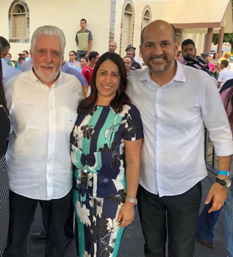 O senador Jaques Wagner e o ex-prefeitos de Eunápolis e Porto Seguro,