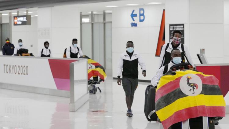 O ugandense, que não identificado, fazia parte de um esquadrão de nove membros que foi totalmente vacinado, segundo relatórios   Foto: Reprodução   Euronews - Foto: Reprodução   Euronews