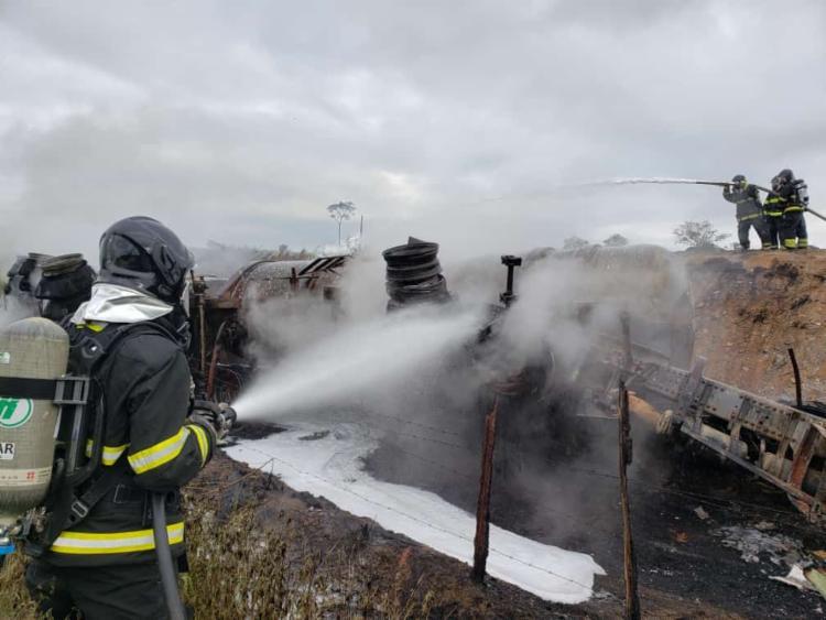 Duas guarnições foram acionadas para atender ao incêndio | Foto: Divulgação | CBMBA - Foto: Divulgação | CBMBA