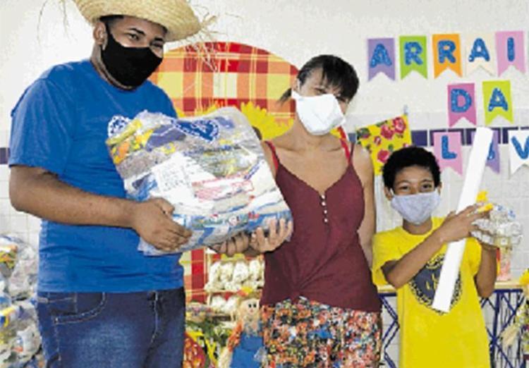 Famílias recebem doações pela LBV | Foto: LBV | Divulgação - Foto: LBV | Divulgação