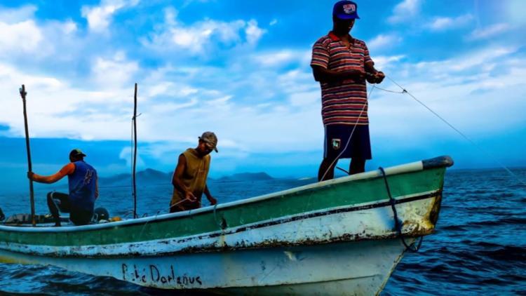 Pescaria serve de reflexão para o folclórico Chico Azar - Foto: Divulgação