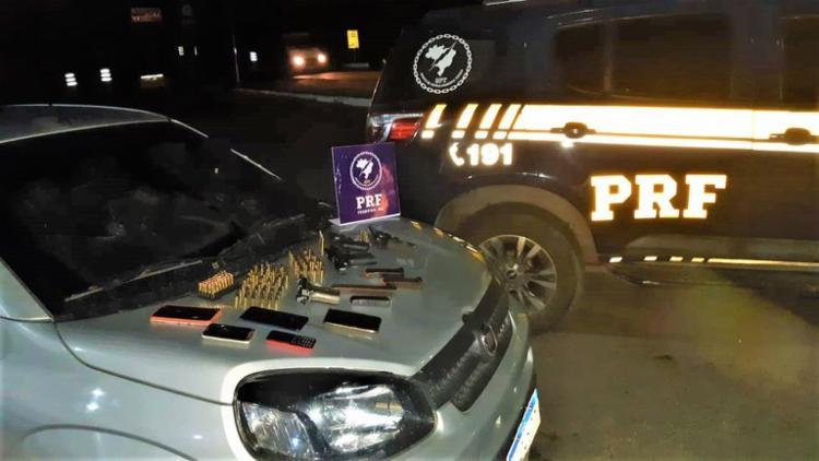Envolvidos foram presos em flagrante e conduzidos com todo o material apreendido   Foto: Divulgação   PRF - Foto: DIvulgação   PRF