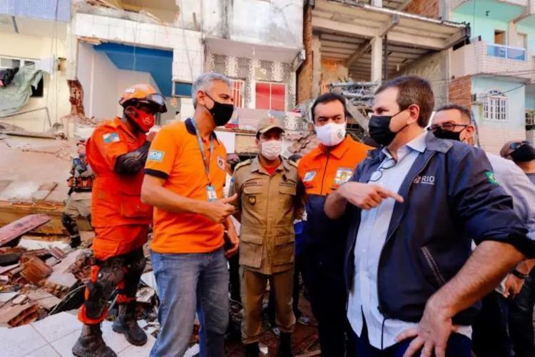 Prefeito acompanhou resgate de vítimas do desabamento de prédio na Zona Norte | Foto: Beth Santos/PMRJ - Foto: Beth Santos/Prefeitura do Rio