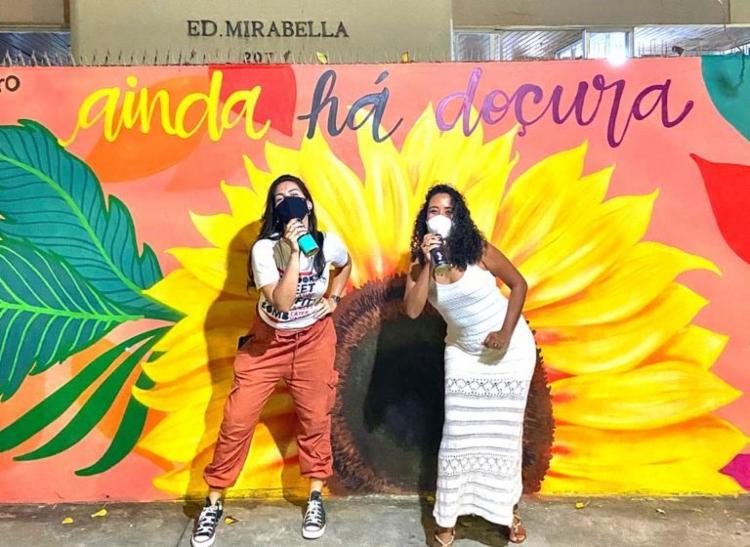 Obra da artista Miu Monteiro (à esq.) é inspirada em música interpretada pela cantora baiana Aiace (á dir.)   Foto: Divulgação - Foto: Divulgação