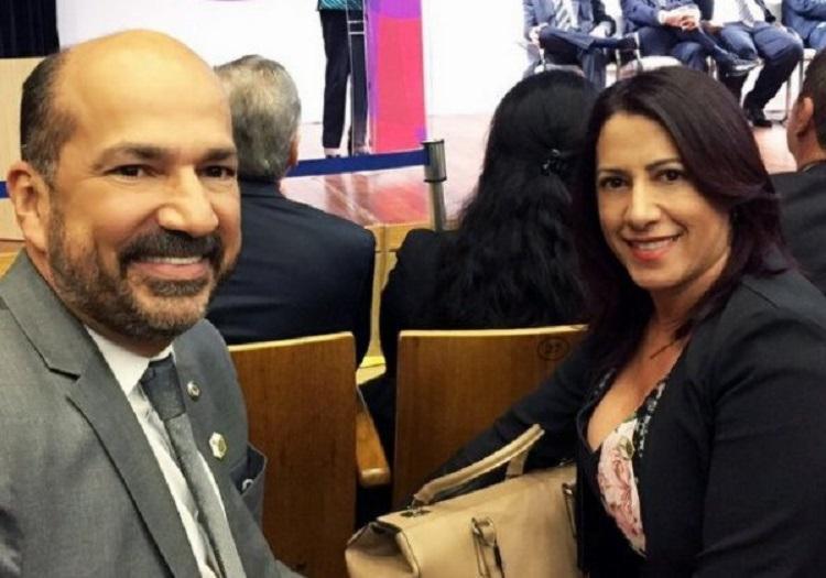 Ex-prefeitos, que são casados, são suspeitos de ter desviado mais de 200 milhões entre 2009 e 2017 através de fraudes em licitações - Foto: Reprodução