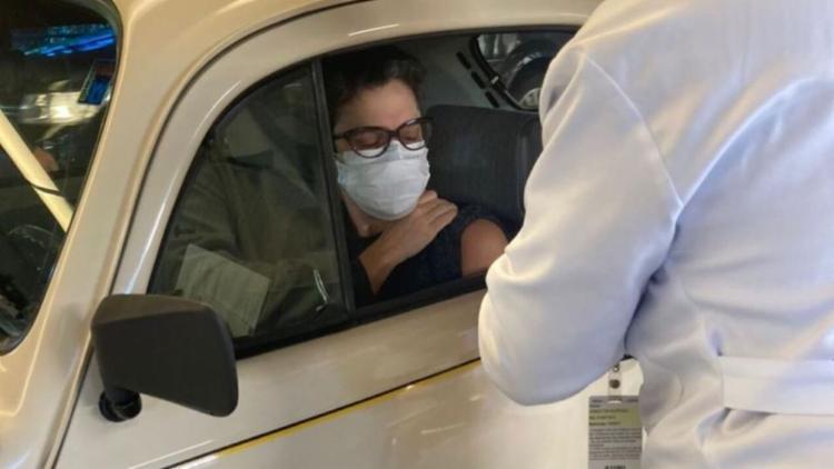 Estilo da jornalista ao ir se vacinar chamou atenção nas rede sociais | Foto: Reprodução | Instagram - Foto: Reprodução | Instagram