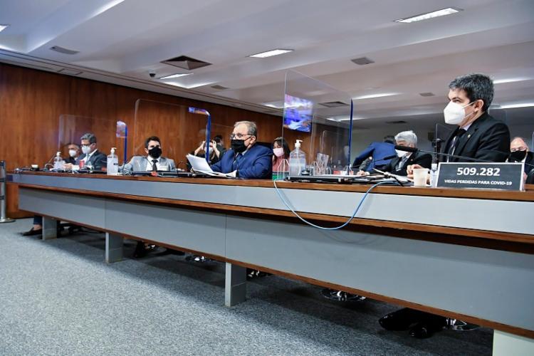 O presidente da Comissão, Omar Aziz (PSD-AM), já havia dito que as assinaturas estavam
