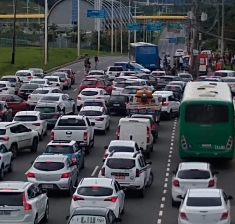 Trânsito ficou congestionado próximo ao CAB | Foto: Reprodução | Cidadão Repórter via Whatsapp - Foto: Reprodução | Cidadão Repórter via Whatsapp