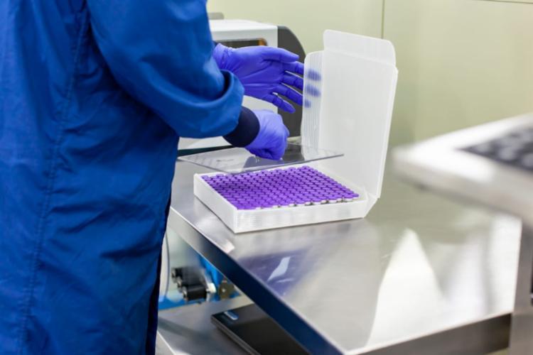 A Pfizer é a única fabricante autorizada a distribuir vacina para crianças e adolescentes - Foto: Divulgação