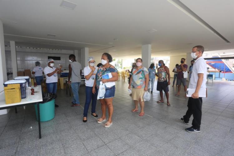Pessoas com data de reforço para receber a 2ª dose já podem procurar os postos de imunização na capital   Foto: Olga Leiria   Ag. A Tarde - Foto: Foto: Olga Leiria   Ag. A Tarde   09/06/21