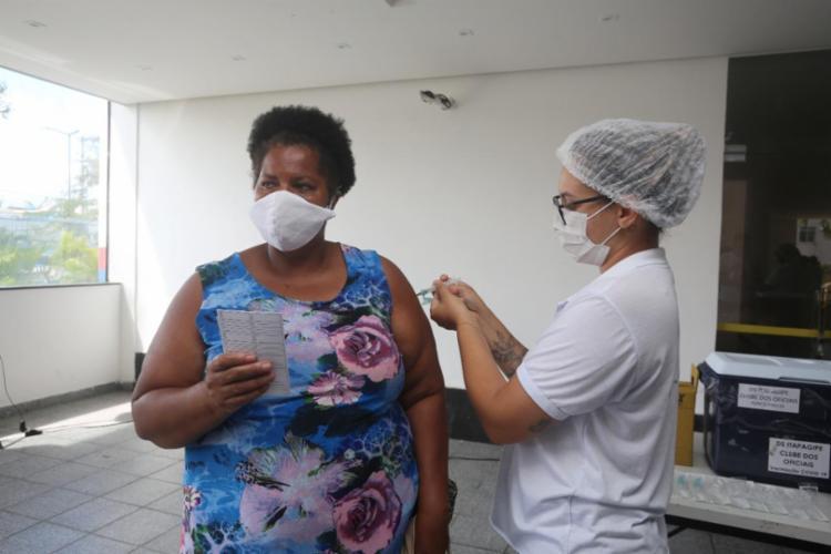 A vacinação com a primeira dose para o público habilitado segue suspensa   Foto: Olga Leiria   Ag. A Tarde - Foto: Foto: Olga Leiria   Ag. A Tarde   09/06/21