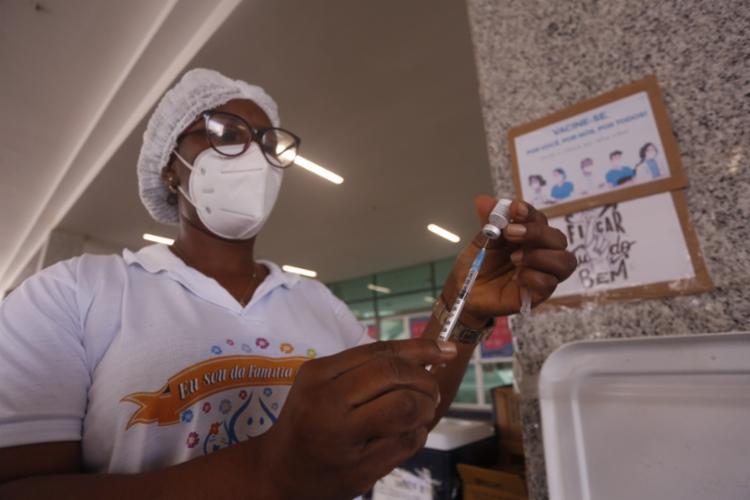 Vacinação contra a Covid-19 em Salvador - Foto: Olga Leiria | Ag. A TARDE