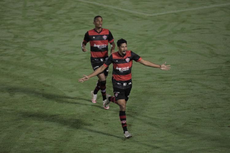 Soares marcou o gol de empate e abriu o caminho para o triunfo em casa | Foto: Adilton Venegeroles | Ag. A TARDE - Foto: Adilton Venegeroles | Ag. A TARDE