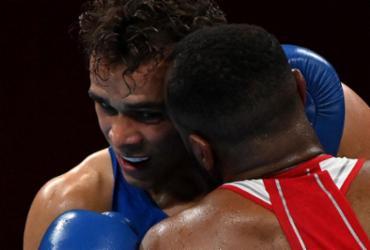 Boxeador olímpico é desclassificado por tentar morder orelha de rival |