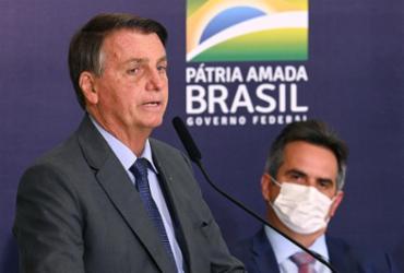 Os movimentos de Bolsonaro lá mexem no tabuleiro político cá | Foto: Evaristo Sa | AFP